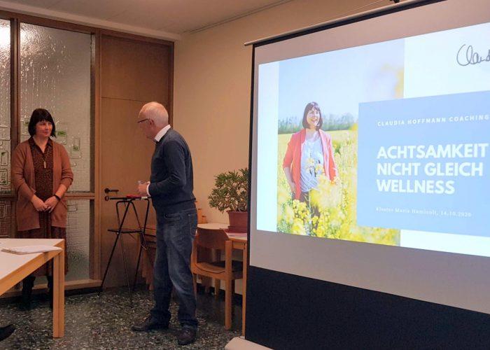 Andreas Brill begrüßt Claudia Hoffmann
